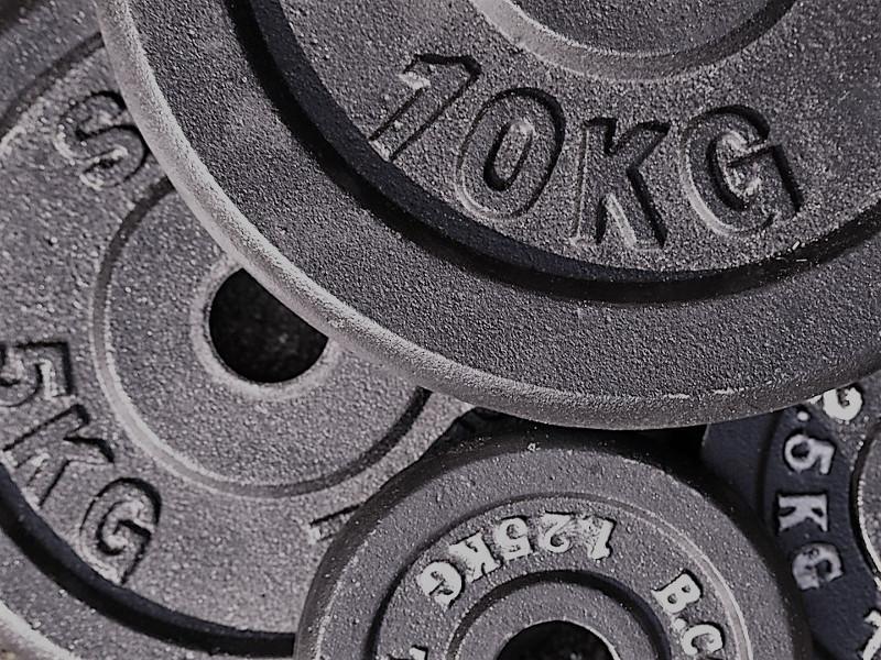 Wie gestaltet man ein sinnvolles Krafttraining? – Teil 2 – Gewicht, Satzzahlen und Wiederholungen